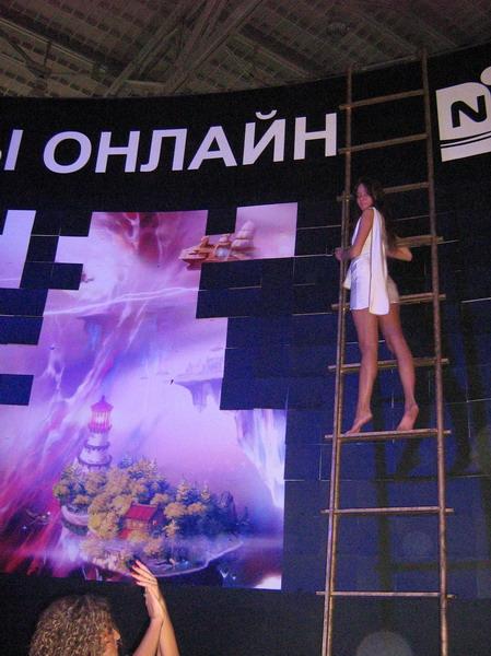 Девушка на лестнице | Игромир, год две тысячи седьмой, день первый :)