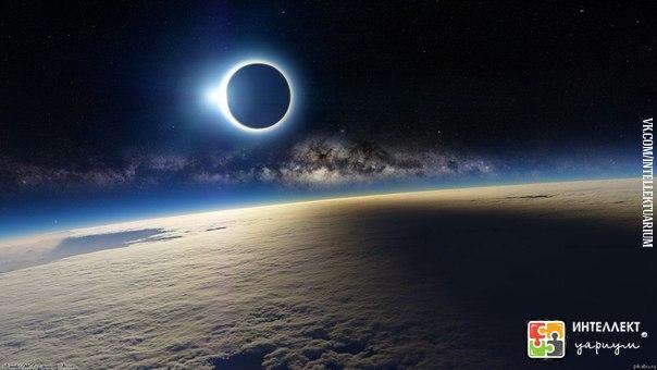 лунное затмение , вид из космоса