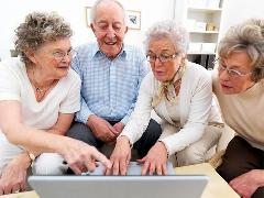 Растет число людей старше 50 лет регулярно играющих в игры.