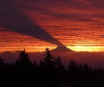 Тень от горы на облаках